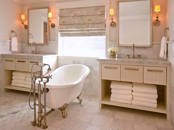 Decoración vintage en baños con ventana y dos lavabos vintaged.org